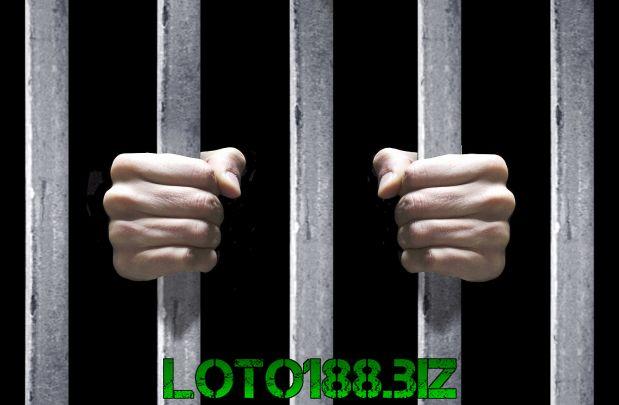 Mơ đi tù có sao không?