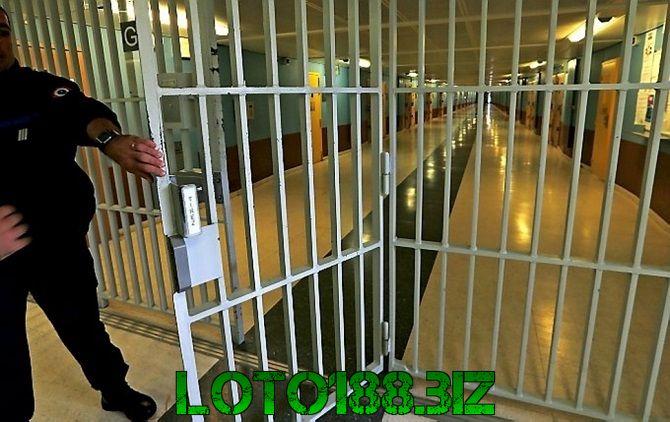 Mơ thấy đi tù là điềm báo gì?